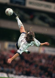 French maestro David Ginola, Tottenham Hotspur 100 apps, 13 goals) wows the crowd at White Hart Lane. Soccer Pro, Soccer Tips, Football Players, Soccer Scores, Morgan Soccer, Soccer Coaching, David Ginola, Football 2018, Football Soccer
