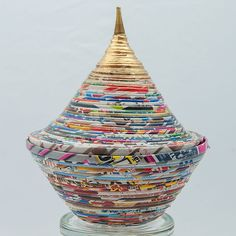 papier upcycling Bonbonniere aus Werbeprospekten How to Budget for Home Improvements Home improvemen Recycled Paper Crafts, Recycled Magazines, Toilet Paper Roll Crafts, Recycled Art, Diy Paper, Newspaper Flowers, Newspaper Crafts, Diy Crafts For Kids, Home Crafts