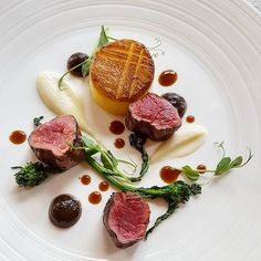 Beef fillet, fondant potato, cauliflower, charred onion puree and rapini Gourmet Recipes, Cooking Recipes, Gourmet Desserts, Plated Desserts, Fondant Potatoes, Food Plating Techniques, Food Wishes, Star Food, Food Design