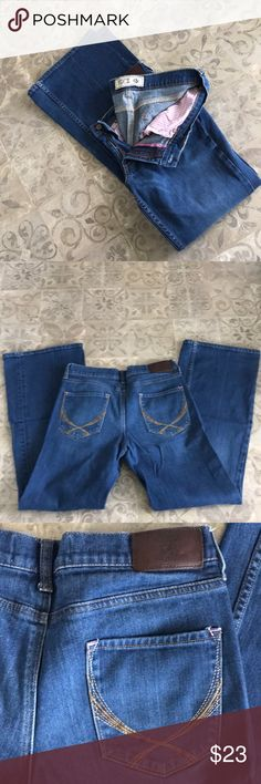 """PINK VS jeans PINK Victoria's Secret Jeans. Size 12S, 31"""" inseam. Flare leg. Pink stitching in some areas. Great used condition. Size 12 but I'm typically an 8 and these fit me. PINK Victoria's Secret Jeans Flare & Wide Leg"""