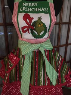 Grinch Apron Grinch Christmas Apron How by CookedWithLoveAprons Christmas Aprons, Grinch Stole Christmas, Holiday Clothes, Holiday Outfits, Flirty Aprons, Kid Photos, Retro Pin Up, Apron Designs, Bias Tape