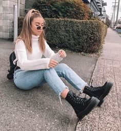 Outfit ideen Stores that normally have higher end furniture also have discount furniture that you ca Cute Fall Outfits, Winter Fashion Outfits, Fall Winter Outfits, Simple Outfits, Look Fashion, Trendy Outfits, Ootd Winter, City Outfits, Mode Outfits