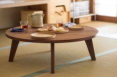 TataMaru - round table with foldable legs by Oji Masanori.
