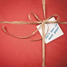 Holiday Family Activity Idea, Day 26: Make a time capsule. Put things from this holiday, homemade placemats, centerpiece, ornament, photos, etc. in a box. Asks all your guests to write little notes to put in it. Don't open the box till the next holiday season!
