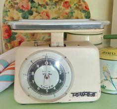 Cream coloured vintage kitchen scale