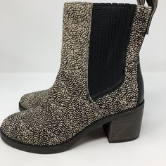 353de9d1d5fc Ugg Camden Exotic Black Dotted Sz 7 NEW Cream Block Heels Cow Hair  Australia 38