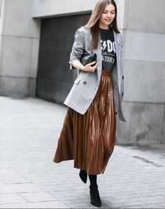 Printed tee, brown skirt and grey blazer Black Pencil Skirt Outfit, Pleated Skirt Outfit, Metallic Pleated Skirt, Long Skirt Outfits, Pencil Skirt Outfits, Winter Skirt Outfit, Grey Blazer Outfit, Blazer Outfits For Women, Skirt Fashion