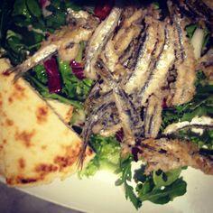Piada sardoncini radicchio e cipolla. Piada sardines radish and onion.