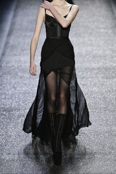 Dress black Valentino and Givenchy . Valentino and Givenchy Mehr Dark Fashion, Gothic Fashion, High Fashion, Fashion Show, Modern Witch Fashion, Vampire Fashion, Swag Fashion, 70s Fashion, Fashion 2020