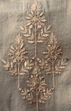 Zardosi Embroidery, Embroidery On Kurtis, Hand Embroidery Dress, Tambour Embroidery, Embroidery Motifs, Indian Embroidery, Hand Embroidery Designs, Diy Embroidery, Embroidery Works