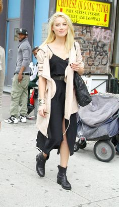 The day after the Met Gala, Amber Heard stepped out in a grungy outfit. We loved her black slip dress and tan coat. Amber Heard Age, Amber Heard Style, Jeanne Damas, Jane Birkin, Sophia Loren, Amber Herd, Matilda, Mein Style, Penny Lane