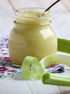 Le lemon curd , on adore ça! Il sublime un quatre quart, une brioche, des crêp. Rhubarb Curd, Rhubarb Syrup, Thermomix Desserts, Dessert Recipes, Rhubarb Jam Recipes, Mousse, Macaron Recipe, Lemon Curd, Sweet Recipes