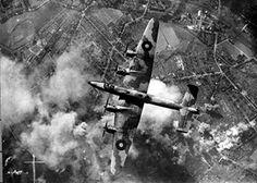 Caza bombardero nocturno de la Luftwaffe El Heinkel He 219 Uhu ( Búho en alemán…