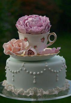 And a cupcake/teacup atop a cake! Darling!