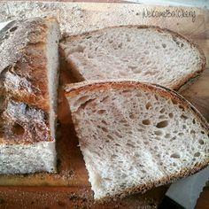 WelcomeBa(c)kery: Pane con semola e farina integrale (alta idratazione)
