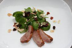 Spinatsalat mit Entenbrust und Kirschvinaigrette