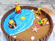 Tarta Kit-Kat Minions en la playa- Minion party beach Kit-Kat cake