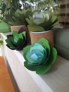 How to Make Paper Succulents. Learn how to make these pretty paper plants that will never die! The perfect house warming gift. Full DIY from Robert Mahar! Paper Succulents, Paper Plants, Paper Flowers Diy, Handmade Flowers, Flower Crafts, Faux Succulents, Suculentas Diy, Papier Diy, Fleurs Diy