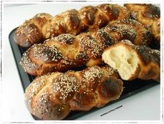 Τσουρέκια χωρίς Ζύμωμα. Greek Sweets, Greek Easter, Bread Bun, Greek Recipes, Sweet Bread, Pretzel Bites, Waffles, Sausage, Recipies