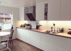 Modern Voxtorp White Kitchen Delightful Voxtorp Double Units Preferable to Multip . Ikea Kitchen Design, Loft Kitchen, Narrow Kitchen, Kitchen Interior, New Kitchen, Kitchen Decor, Kitchen Modern, Kitchen Stories, Küchen Design