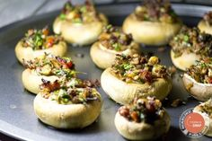 gevulde champignons Finger Food Appetizers, Appetizer Recipes, Snack Recipes, Lunch Buffet, Food Buffet, Raclette Fondue, I Love Food, Good Food, Yummy Snacks