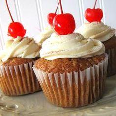 hummingbird cake cupcakes
