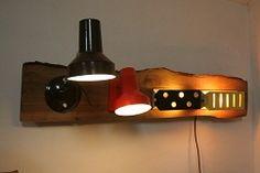 Plank hout (steigerplank kan ook) schroef je mooiste verzameling wandlampjes/bedlampjes erop en je hebt een wandlamp die niemand heeft