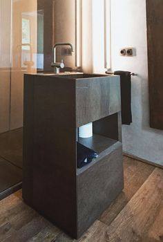 The German #CALLWEY #design magazine published a very elegant #interiordesign project, including SIGN - TESO L #washbasin in veined gray natural stone.