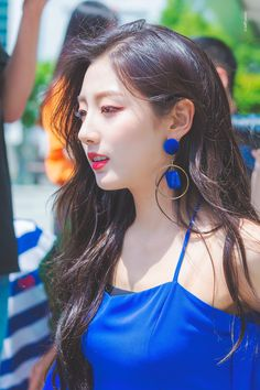 Yein from lovelyz Kpop Girl Groups, Kpop Girls, Yein Lovelyz, Pop Hair, K Idol, Beautiful Asian Girls, Girl Hairstyles, Cute Girls, Drop Earrings
