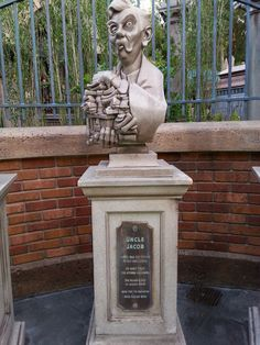Uncle Jacob bust in the queue at Haunted Mansion, Orlando.  Photo by John Eagen