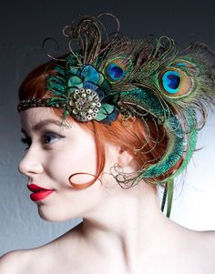 This headband is amazing! Absinthe Nymph Peacock Feather Flapper Headband by BaroqueAndRoll Flapper Headband, Flapper Hat, Fascinator Headband, Flapper Style, 1920s Flapper Costume, Gatsby Headpiece, Gatsby Hair, Gatsby Costume, Gatsby Style