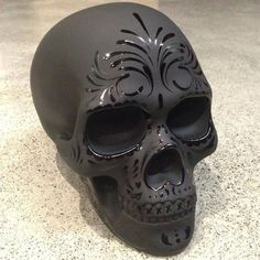 Sugar skull painted chalk black or matte and then embellished with high gloss designs. Los Muertos Tattoo, Sugar Skull Art, Sugar Skulls, Candy Skulls, Day Of The Dead Skull, Skull Decor, Gothic Home Decor, Gothic House, 3d Prints