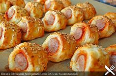 Würstchen im Schlafrock Source by yellowgirl_at - - Würstchen im Schlafrock Source by yellowgirl_at recettes-de-cuisine Sausages in a dressing gown Source by yellowgirl_at # Chef candy de cuisine skirt Entree Halloween, Halloween Appetizers, Halloween Food For Party, Easy Halloween, Appetizers For Kids, Appetizer Recipes, Snack Recipes, Party Appetizers, Fingerfood Party