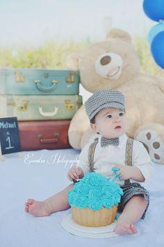 Vintage Cake smash | First birthday Copyright by Essentia Photography
