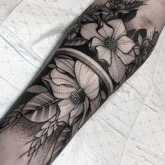 best half sleeve tattoos ever Unique Half Sleeve Tattoos, Sleeve Tattoos For Women, Women Sleeve, Henna Tattoo Designs, Tattoo Sleeve Designs, Tattoo Ideas, Tattoo Themes, Time Tattoos, Body Art Tattoos