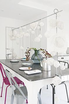 Garland made of laced lamps #dining #room