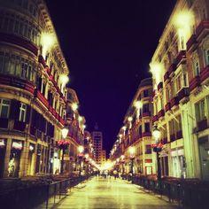 Así lucía la calle Larios a las 5 de la madrugadaMuy buenas tardeeeees☕☕☕ - @amayas- #webstagram