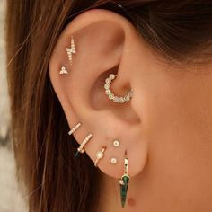 Piercing Anti Helix, Bijoux Piercing Septum, Piercing Snug, Spiderbite Piercings, Pretty Ear Piercings, Ear Peircings, Multiple Ear Piercings, Cartilage Earrings, Stud Earrings