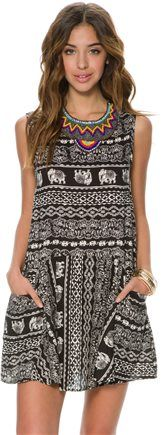Relaxed fit babydoll dress. http://www.swell.com/New-Arrivals-Womens/SWELL-HERDING-PRINTED-BABY-DOLL-DRESS?cs=BL