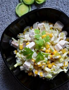 Sałatka z porem i ananasem - Planeta Smaku Tortellini, Cobb Salad, Vegetables, Food, Pineapple, Bulgur, Essen, Vegetable Recipes, Meals