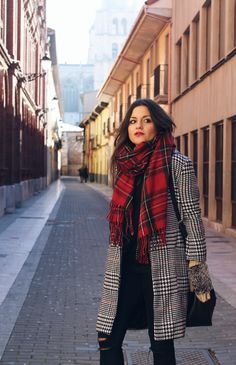 Plaid coat, tartan scarf. #winter #outfit