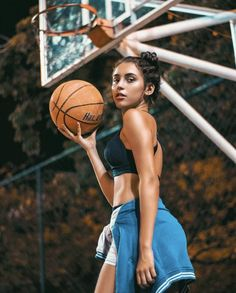 Girl Photo Poses, Girl Photography Poses, Girl Pictures, Girl Photos, Sport, Creative Photoshoot Ideas, Athletic Models, Photoshoot Concept, Basketball Photography