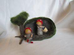 Jahreszeitentisch - Kleine Wichtelkinder Höhle - ein Designerstück von Puppenprofi bei DaWanda