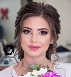 Bridal Makeup Looks, Bride Makeup, Wedding Hair And Makeup, Bridal Hair, Hair Makeup, Retro Hairstyles, Messy Hairstyles, Wedding Hairstyles, Medium Hair Cuts