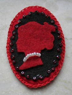 Emma spilla cameo in feltro felt cameo brooch di Sylviaxs4 su Etsy
