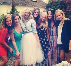 Image from http://the-originalscw.com/wp-content/uploads/2014/08/Candice-Accola-Claire-Holt.jpg.