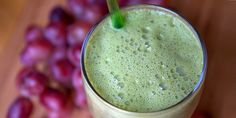 Reasons Your Smoothie Is Making You Fat Don't Sip Up a Dress Size! Smoothie Mistakes That Cause Weight GainDon't Sip Up a Dress Size! Smoothie Mistakes That Cause Weight Gain Avocado Smoothie, Juice Smoothie, Fruit Smoothies, Healthy Smoothies, Healthy Drinks, Healthy Snacks, Healthy Recipes, Healthy Skin, Strawberry Smoothie