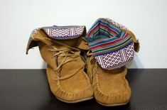 Hello comfortable fall! Native American moccasins brown shoes tribal pattern navajo shoes beige boots indian boots boots ethnic boots