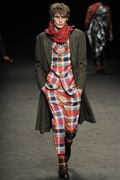 Be Specific with the Vivienne Westwood FW 2016 fashion show. http://www.luukmagazine.com/sfilate/vivienne-westwood-12/