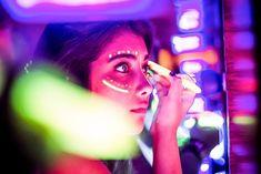 Maquiagem que brilha no escuro! Olá meninas! Esta novidade é para quem adora brilhar, ou também, para quem está pensando em fazer uma Festa Neon, Festa Carnaval, Festa Micareta ou Festa à fantasia!…